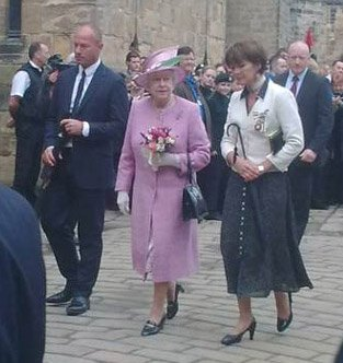 The Queen with Alan Shearer and Duchess of Northumberland (LP)