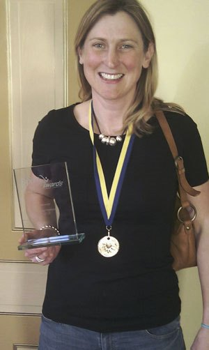 Tamsin Green with award