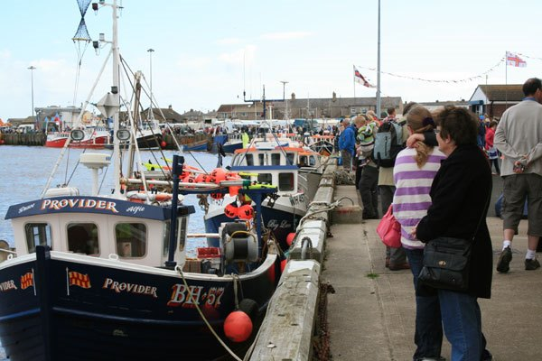 crowds-enjoying-Harbour-Day
