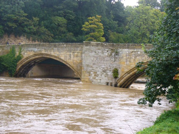 Warkworth-Bridge in flood
