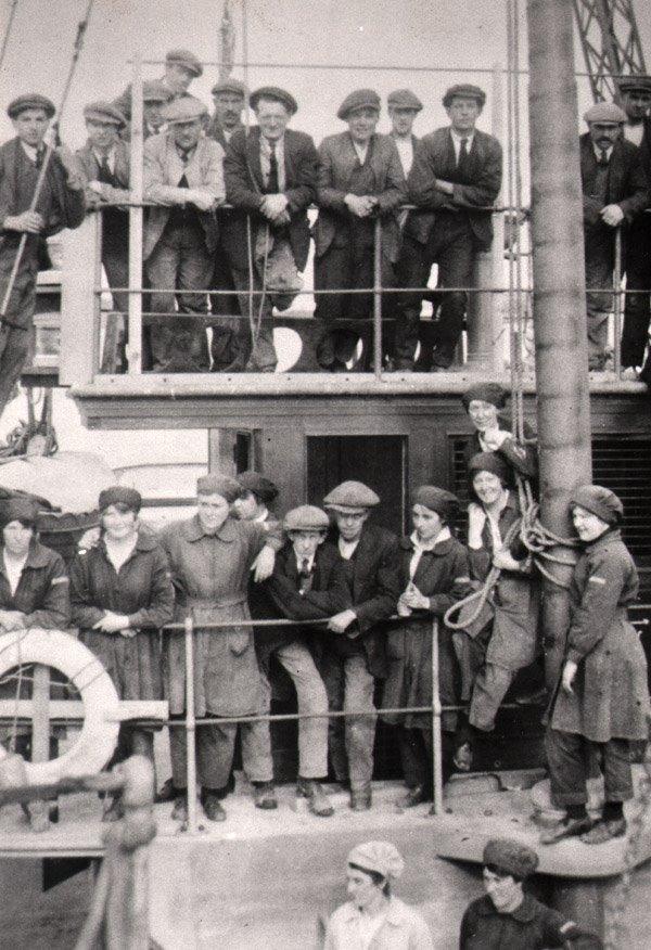 Amble-Braid-shipyardworkers