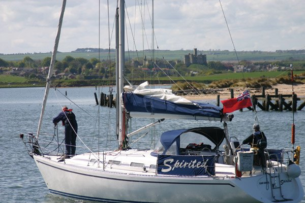Yacht+Warkworth Castle (AW)