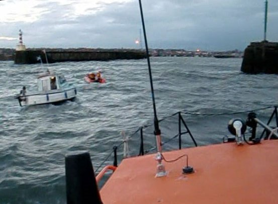 Amble inshore lifeboat towing yacht SheXX into Amble Harbour