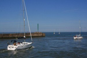 yacht-leaving-Amble-Harbour
