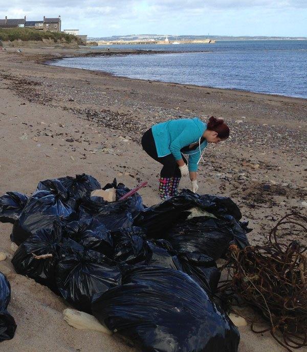 beach-litter-pick
