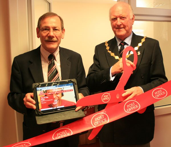 Amble Postmaster Bryan Hewson and Mayor Craig Weir