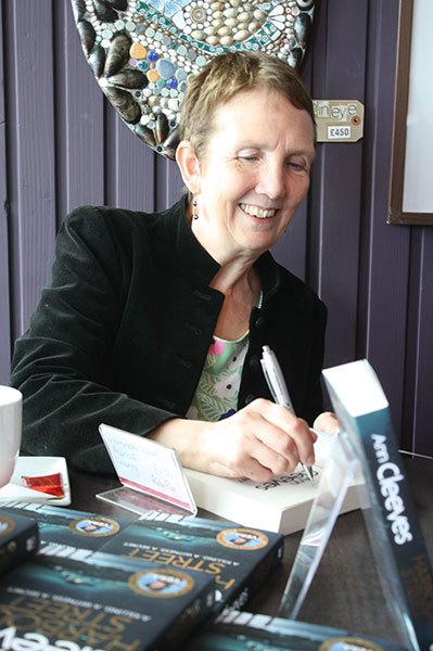 Ann-Cleeves-booksigning-at-Spurreli BR