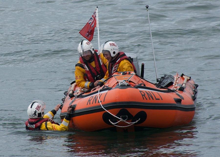 inshore-lifeboat-crew