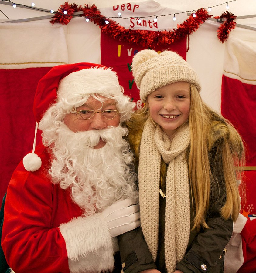 Lilly-Oliver-with-Santa-(AW)