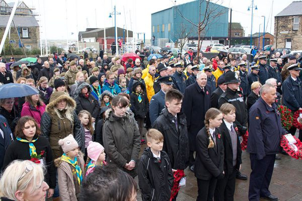 Hundreds attend Remembrance Day service