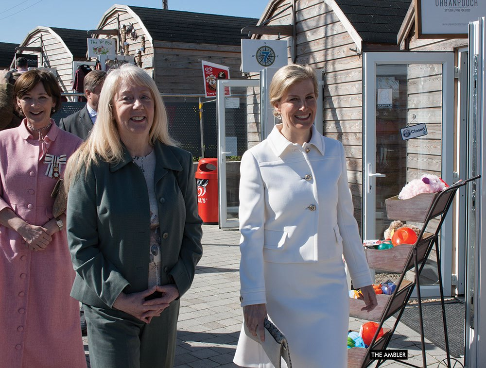 Duchess-Julia-and-Countess-in-Harbour-Village-AW
