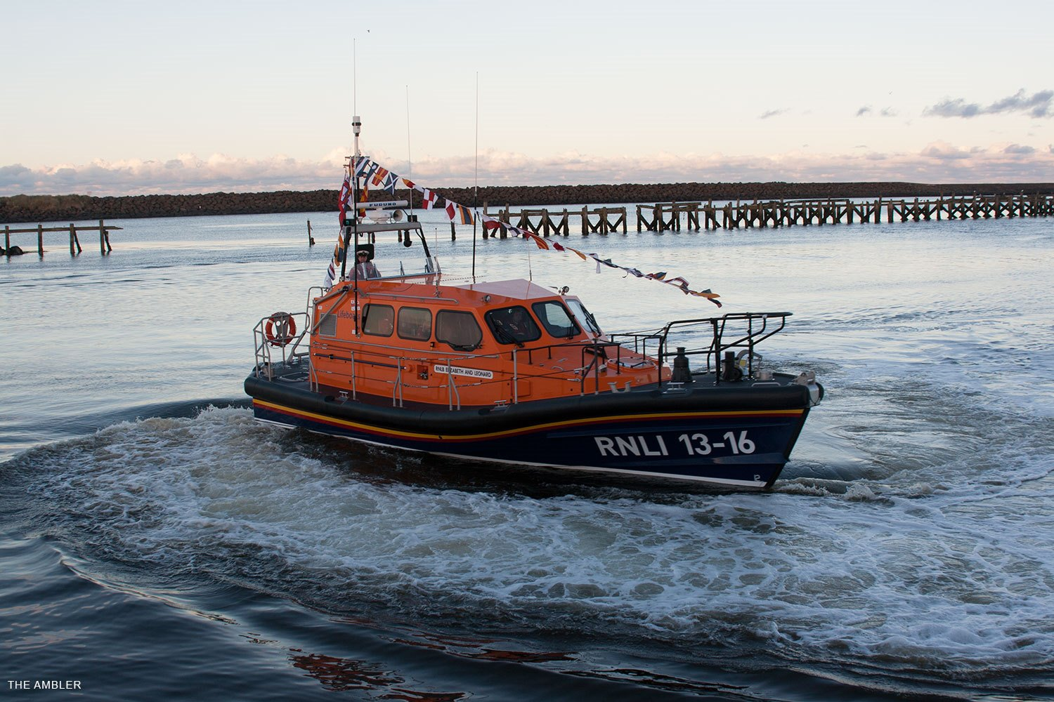 RNLI-1316-Elizabeth-and-Leonard-manoeuver