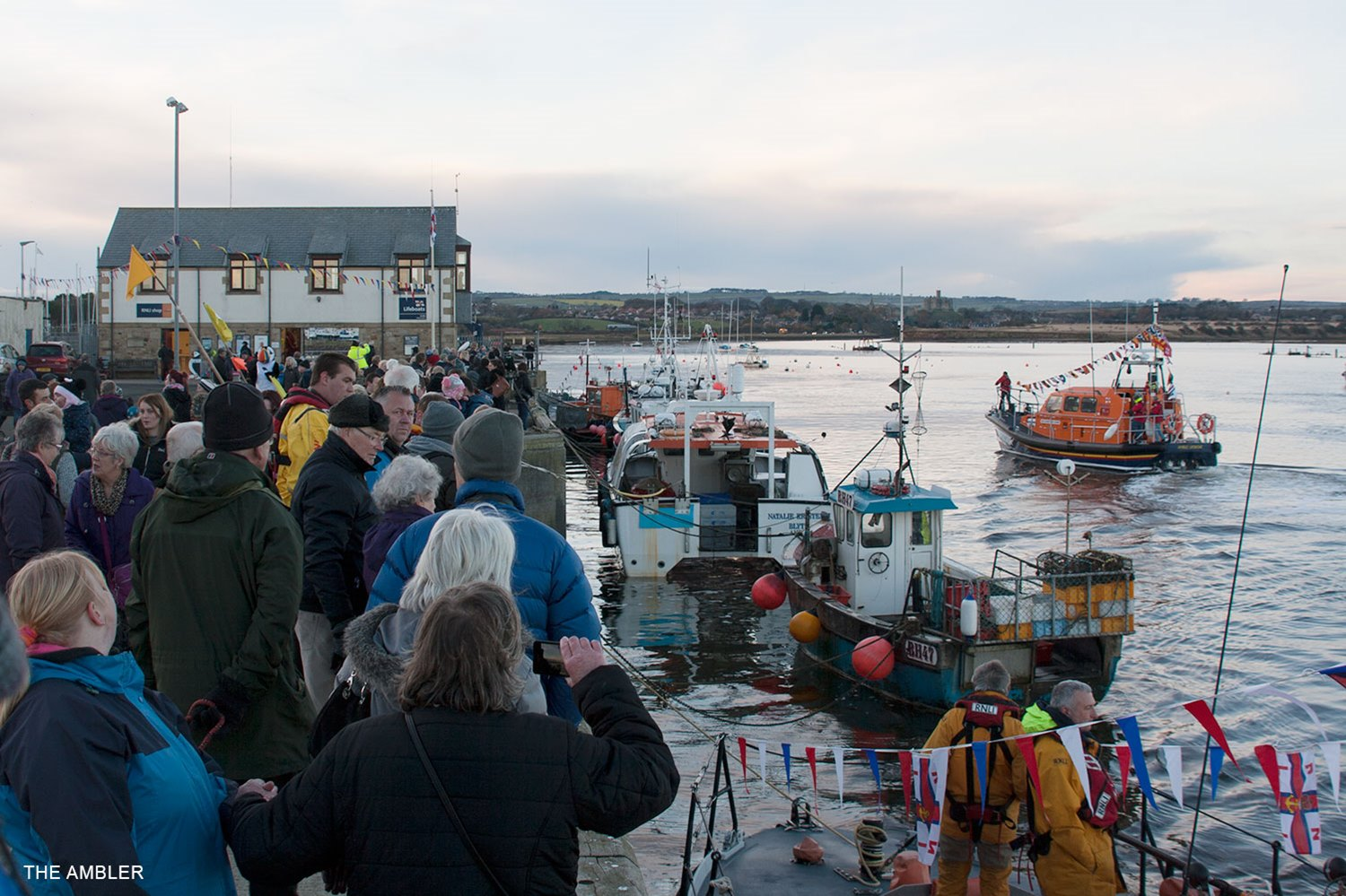 Crowds-watching-new-lifeboat-arrive
