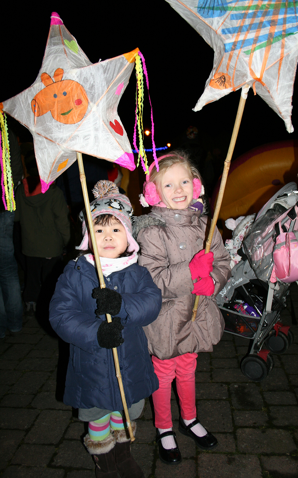 Xmas lights girls with lanterns