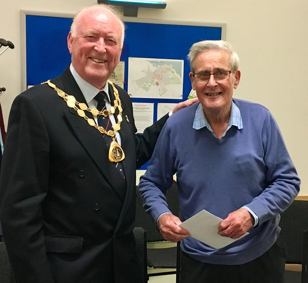 Mayor and retiring Cllr Ian Hinson