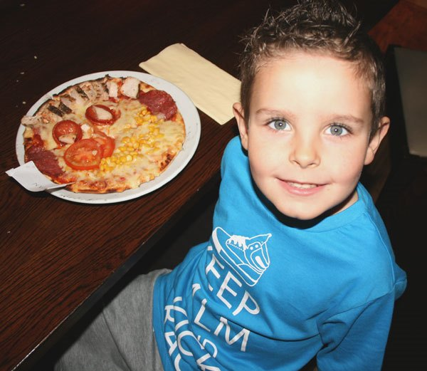 boy-at pizza competition