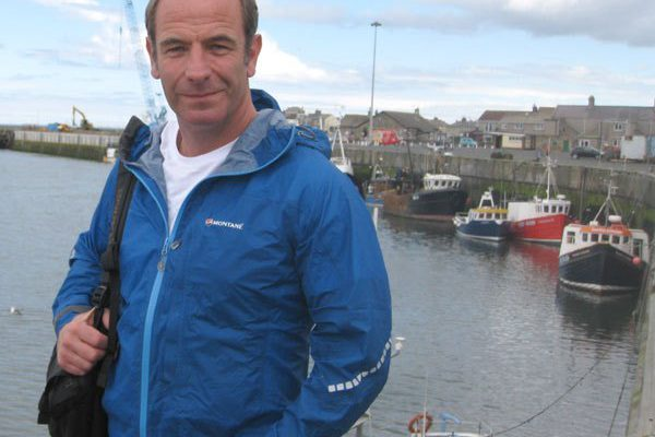 Robson Green impresses Amble fishermen