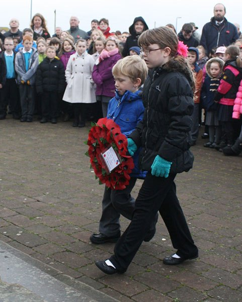 Edwin-St-laying-wreath BR