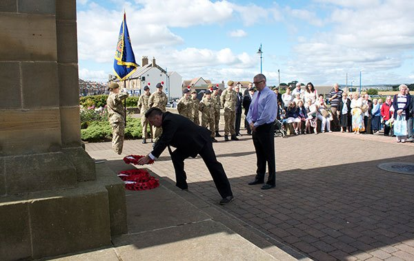 laying-wreath
