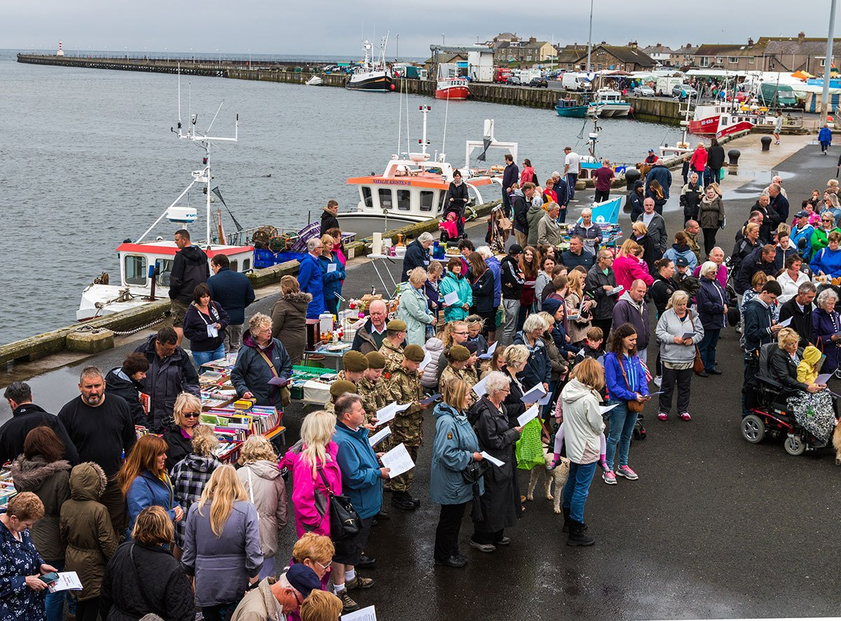 Lifeboat-Day-crowds
