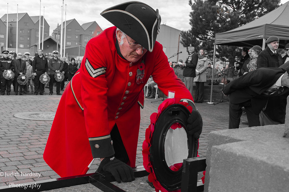 Chelsea Pensioner David Lines with wreath JH