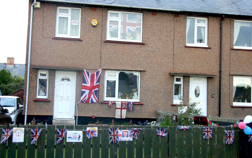 Leslie Drive bunting BR